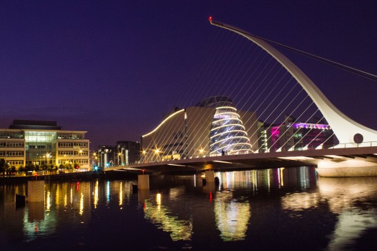 The Samuel-Beckett Bridge represents also the national symbol of Ireland - The Harp.