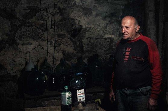 Amriani mit seinen Schätzen des Kellers